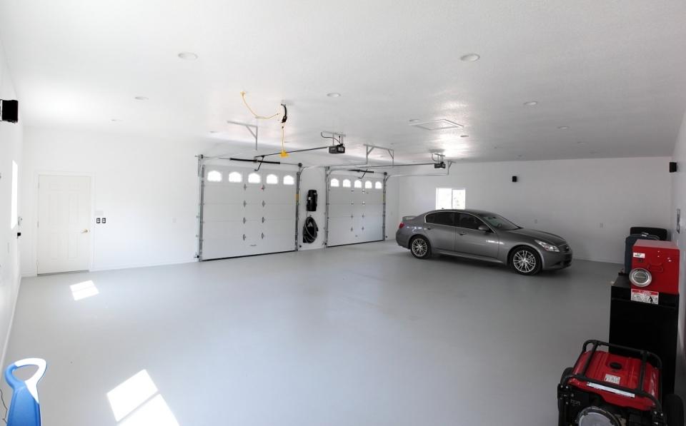 Een coatingvloer is een epoxy vloersysteem bestaande uit twee lagen